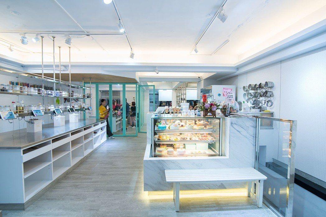 在明亮潔淨的空間中共創烘焙世界的美妙。
