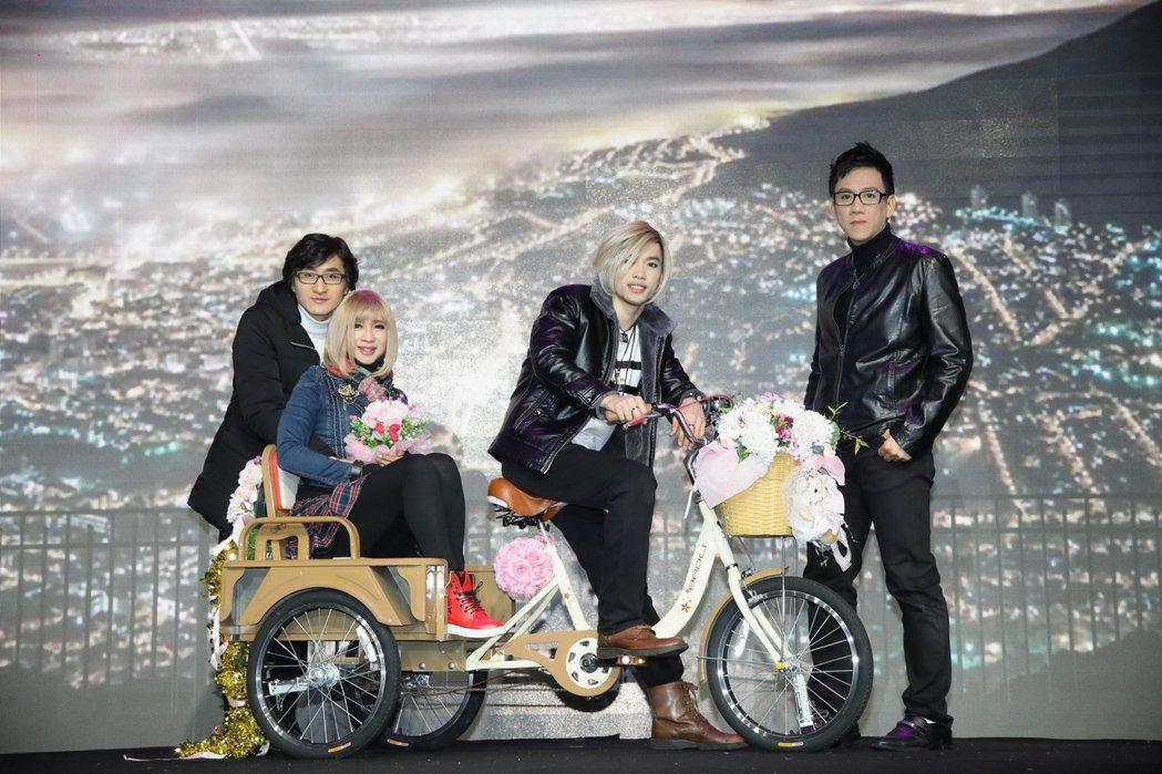 左起前男友出德文、鍾潔希、養子馬傑飛、陳永山3月31日舞台劇出演成功。圖/澳洲飛...