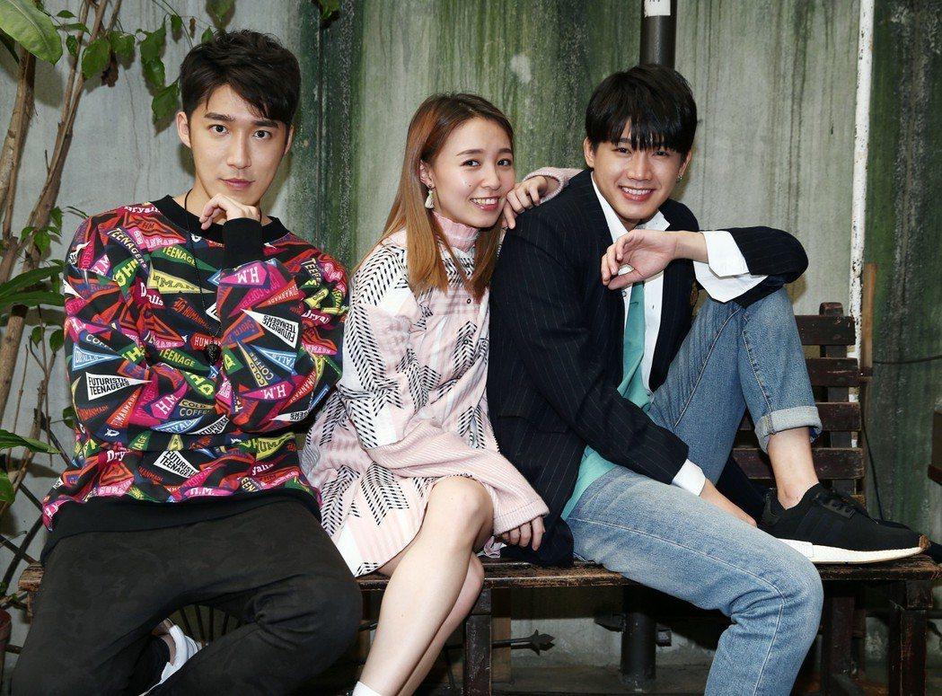 小南拳成員洪言翔(右起)、陳羽緁、曹景豪談南拳的故事。記者杜建重/攝影