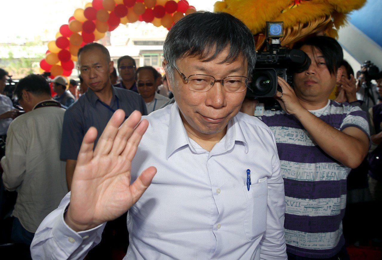 台北市長柯文哲昨天出席八德立體停車場啟用典禮,推廣民眾多利用電動車停車位,可享有...