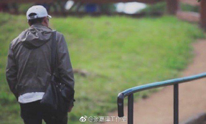 大陸知名演員張嘉譯的怪異走姿被模仿,他在微博發文表示不介意。取自張嘉譯微博
