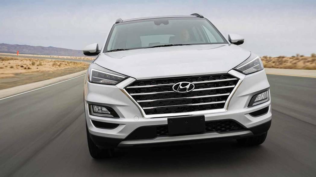 小改款Hyundai Tucson換上了全新家族式的水箱護罩。 摘自Hyunda...