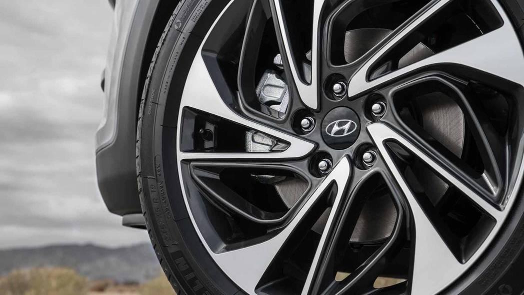 共有17~19吋的鋁圈可選擇。 摘自Hyundai