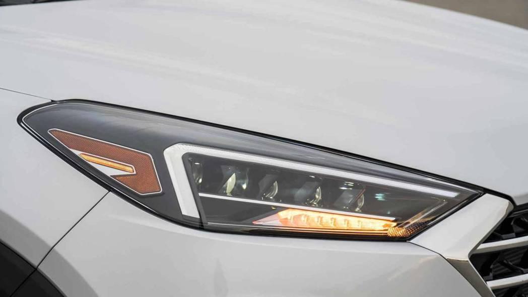 頭燈組經過重新設計。 摘自Hyundai