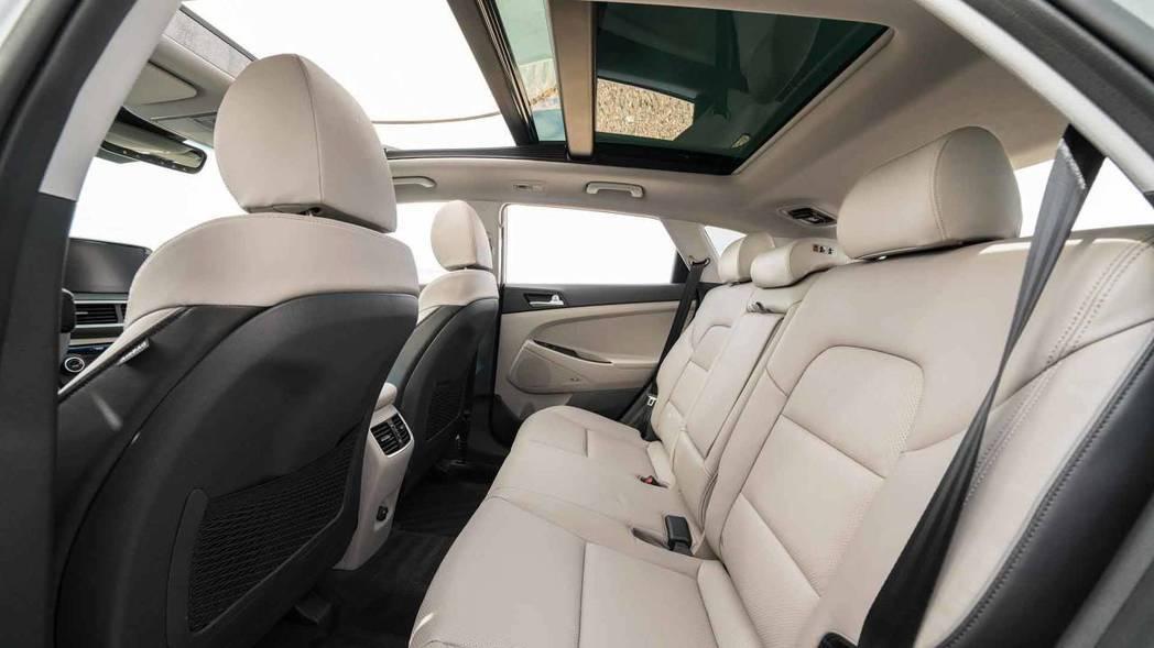 後座提供冷氣出風口。 摘自Hyundai