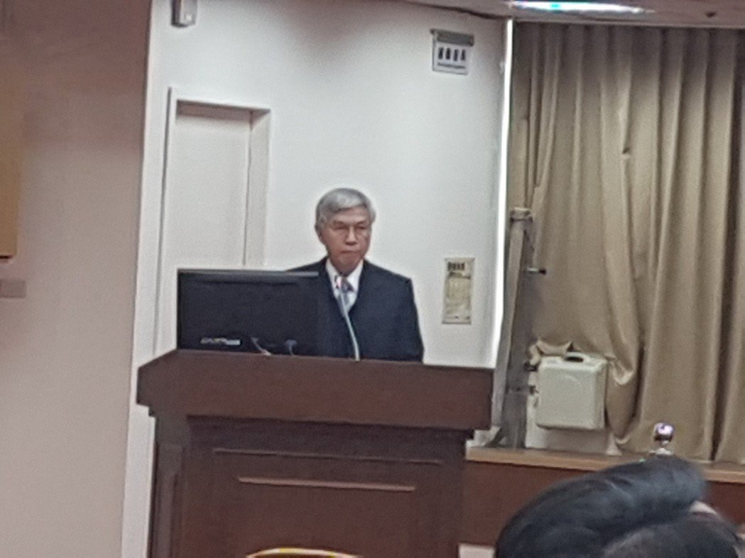 中央銀行總裁楊金龍上午在立法院財委會答詢。記者孫中英/攝影。