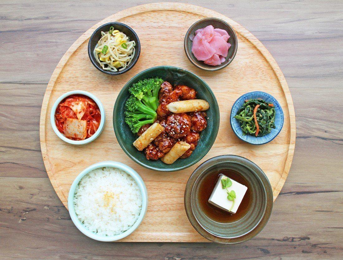 「韓姜熙的小廚房」味韓式炸雞定食。業者/提供