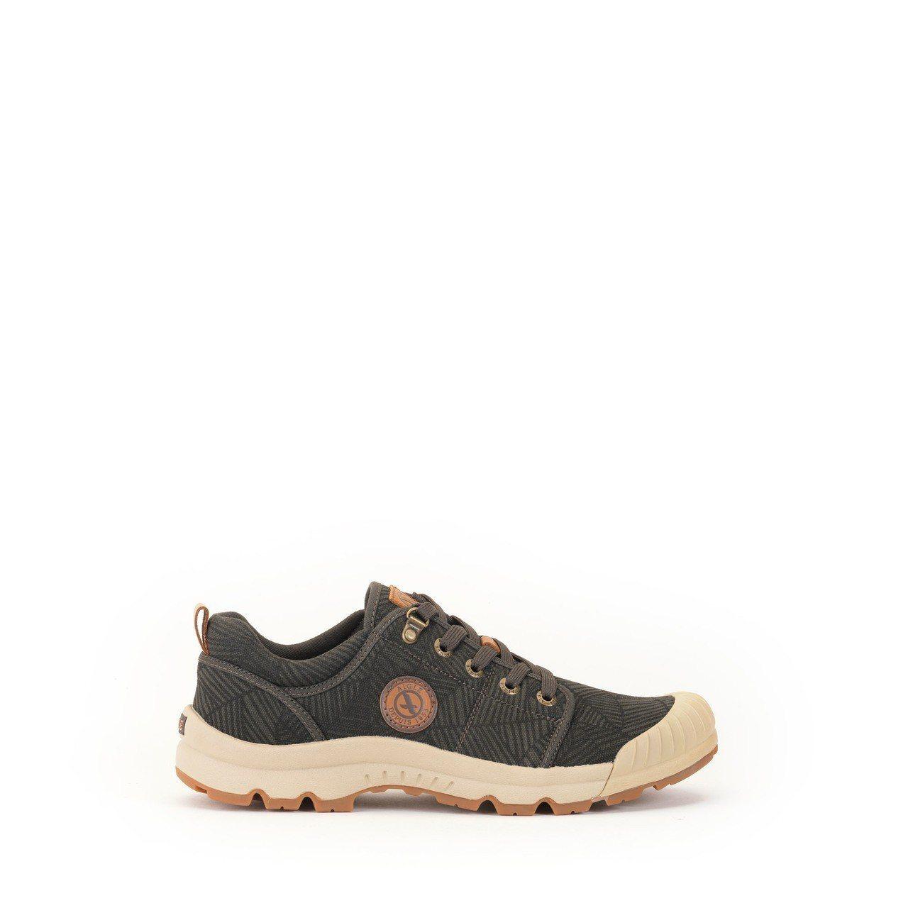 Aigle男款輕量低筒健行鞋,約4,800元。圖/Aigle提供