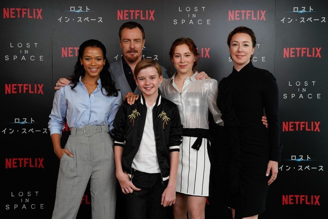 Netflix影集「太空迷航」演員泰勒羅素(左起)、托比史蒂芬斯、麥克斯傑金斯、