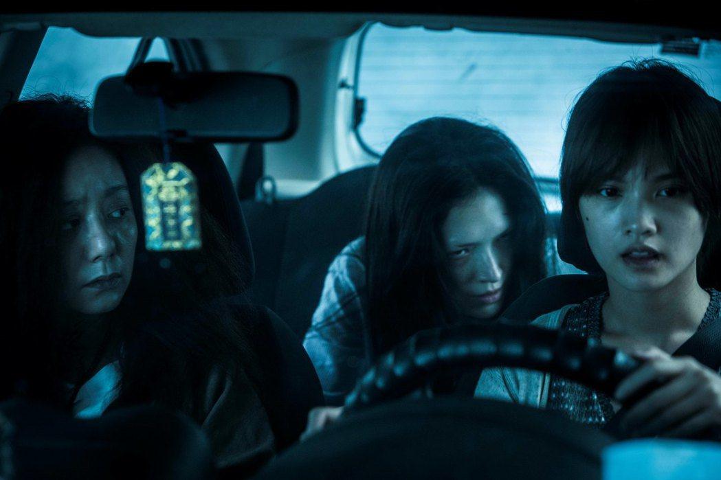 「紅衣小女孩2」高慧君(左起)、許瑋甯、楊丞琳同台飆戲。圖/衛視電影台提供
