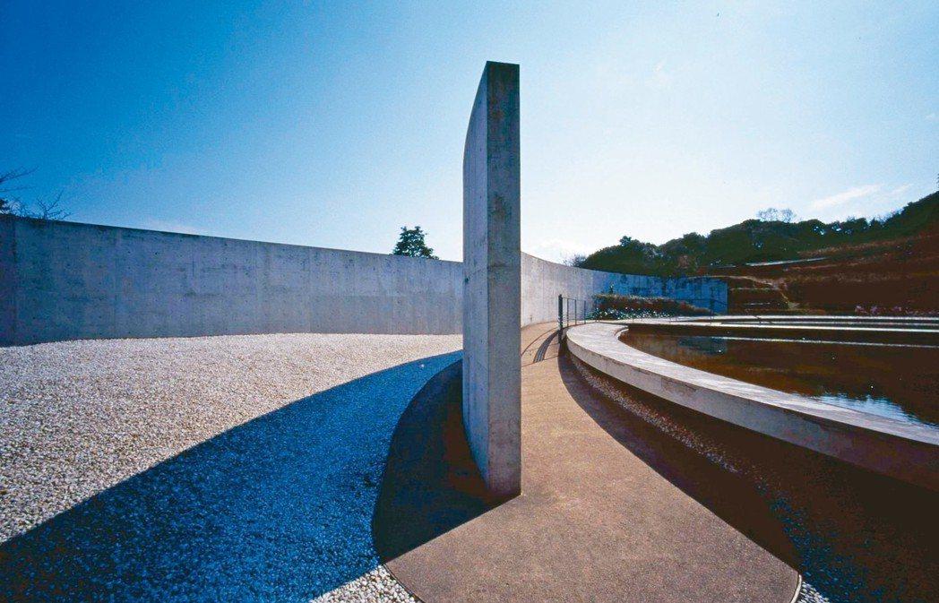 本福寺充分呈現安藤忠雄「建築與自然結合」的理念。 圖/有行旅提供