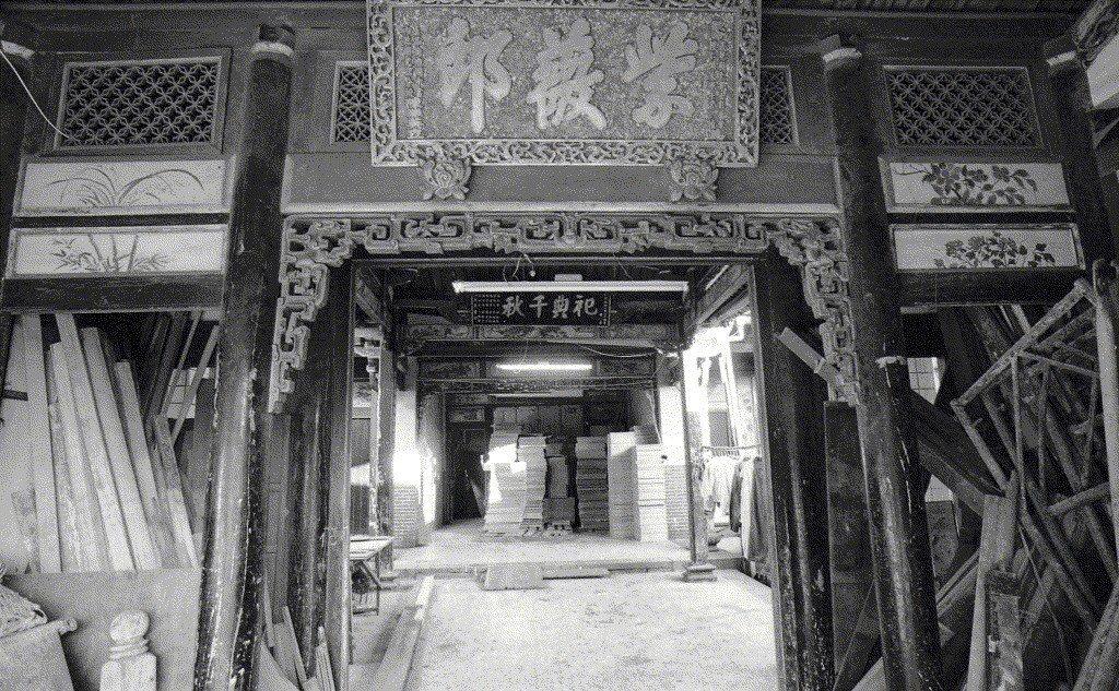1990年的陳悅記古厝,當年已顯破敗之感。 圖/聯合報系資料照
