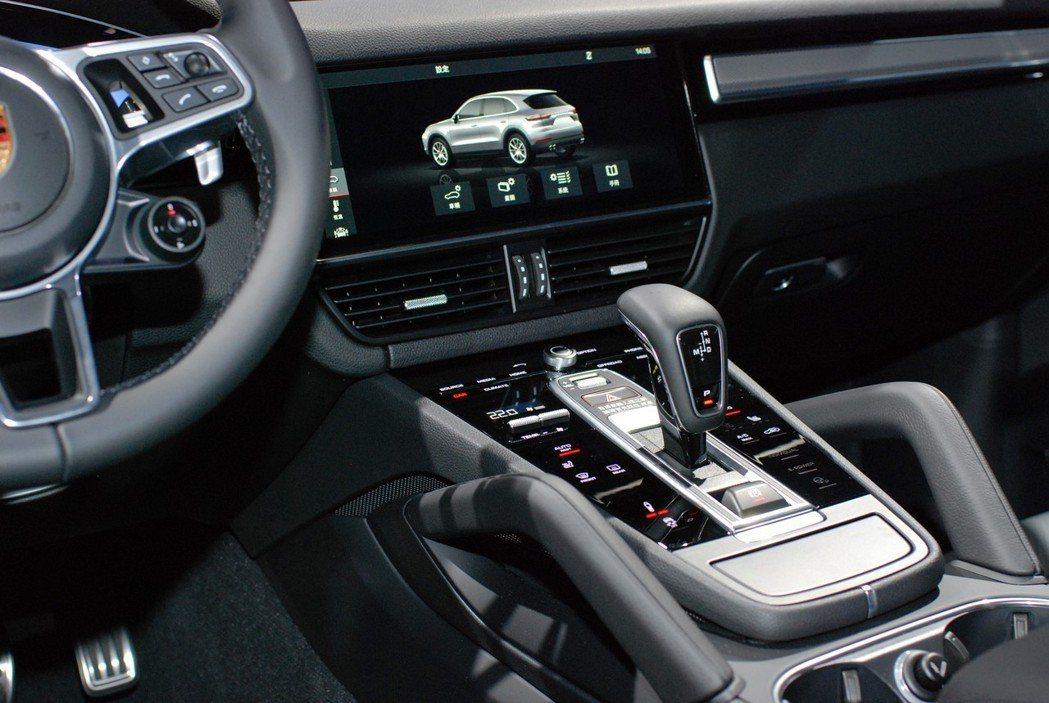 12.3 吋HD觸控螢幕與最新PCM保時捷通訊管理系統將提供更就手的人機介面操作...
