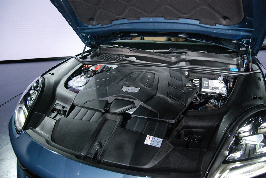 入門 Cayenne 車型採 V6 渦輪引擎,最大馬力達340匹/45.9公斤米...