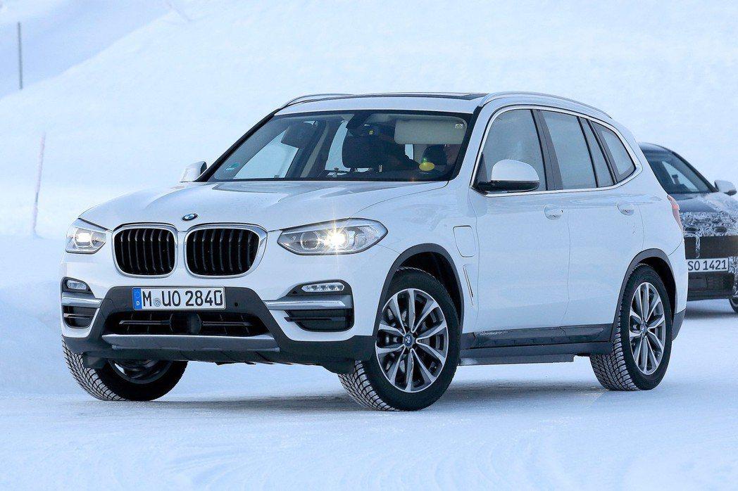 圖為BMW iX3測試車。 摘自Auto Express