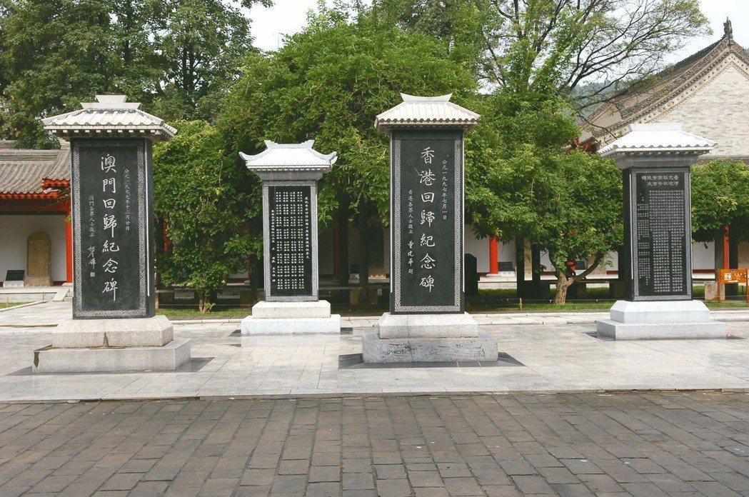 台灣光復碑(右一)。 圖/聯合報系資料照片