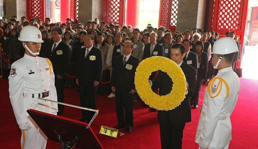 2013年4月3日,馬英九總統(前排右二)在台北市圓山國民革命忠烈祠,主持「中樞...