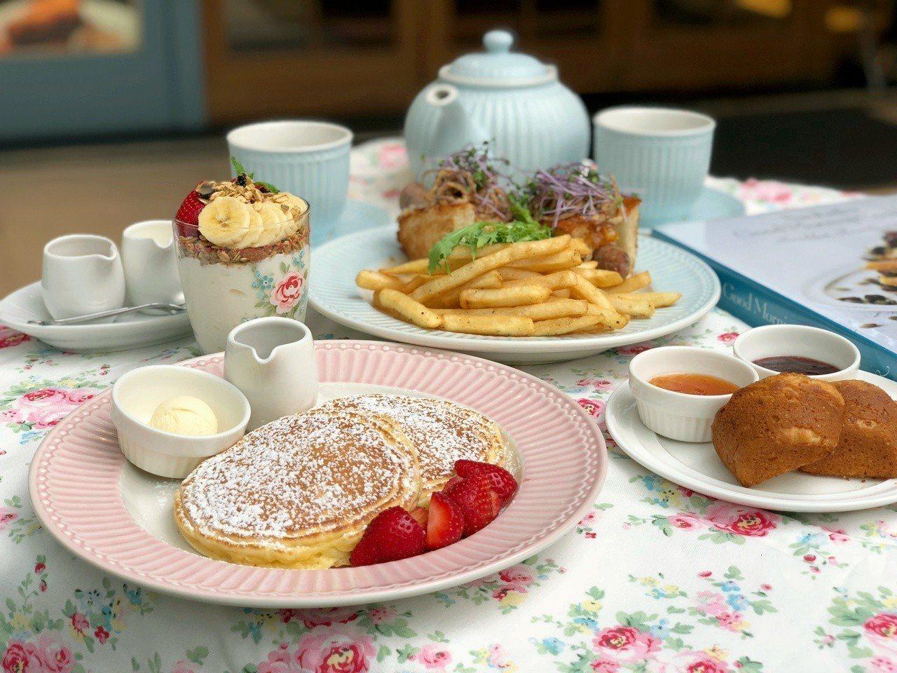 粉紅色或粉藍色的餐盤、茶壺或茶杯,搭配春意盎然的料理,看起來更夢幻。記者魏妤庭/...