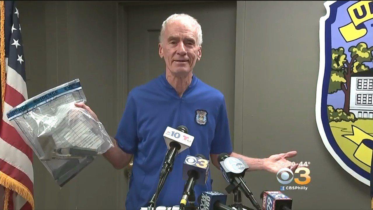 賓州上達比警方在孫安佐一只黑色提袋中,找到一把9釐米自組手槍及1600多發子彈。...