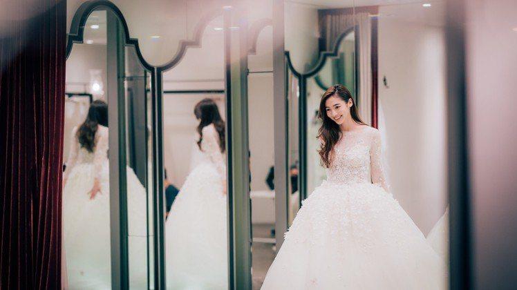 謝沛恩為戲穿婚紗。圖/歐銻銻娛樂提供