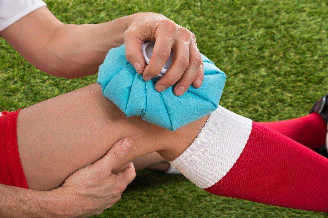 冰敷的確可以抑制疼痛反應、降低組織溫度跟發炎反應。但目前知道,過度壓抑發炎反應,...