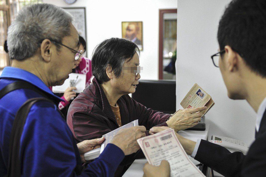 廣東遺囑庫由中華遺囑庫於2015年11月18日在廣州成立,廣東老年人祗需攜帶身份...