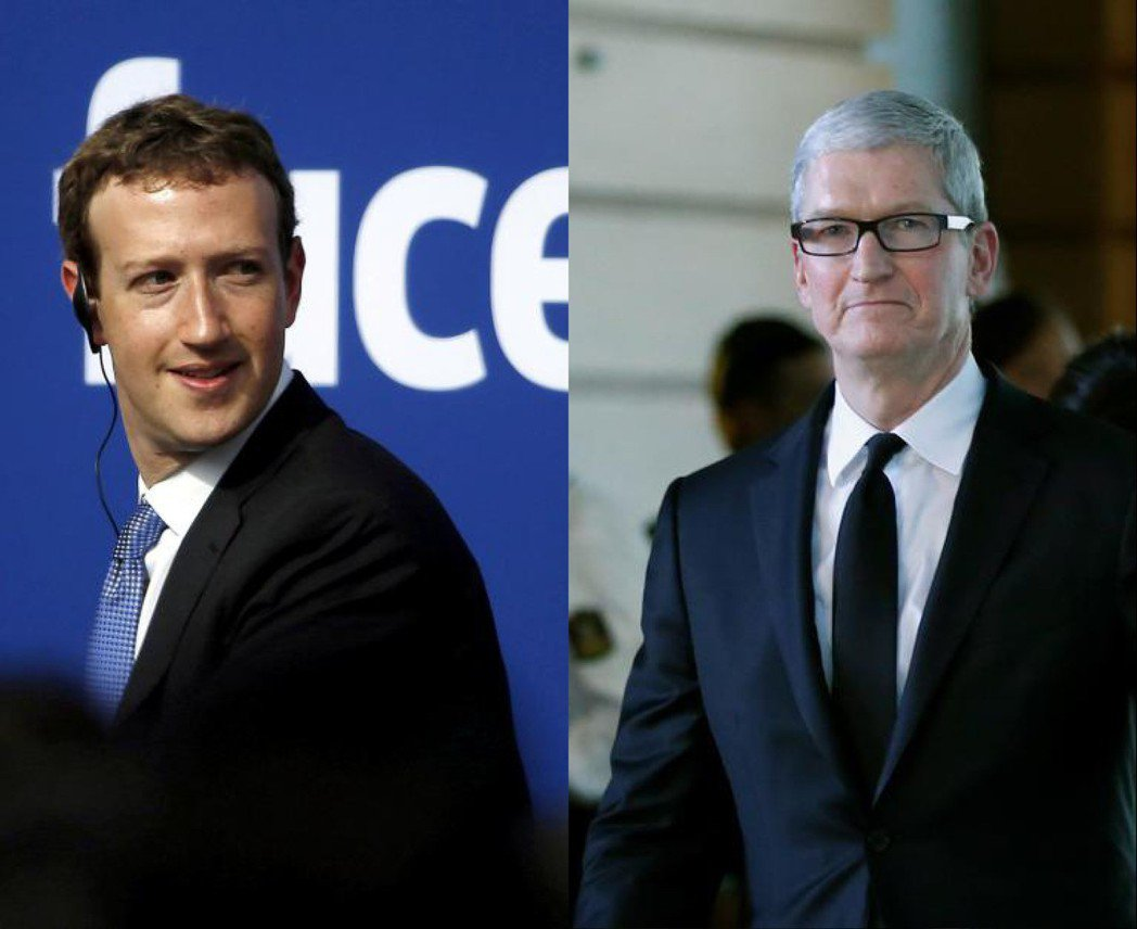 蘋果執行長庫克(右)和臉書創辦人祖克柏互槓。 路透
