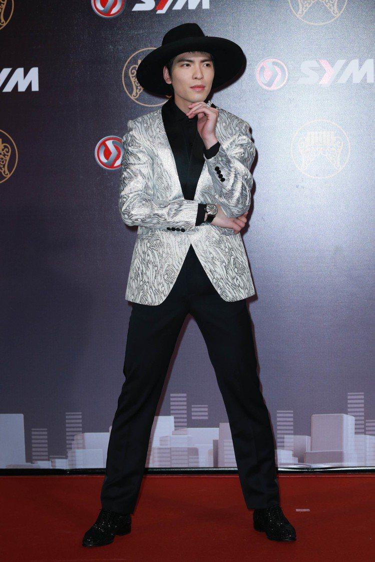 2014年蕭敬騰以突出的造型走金曲獎紅毯。圖/記者林伯東攝影