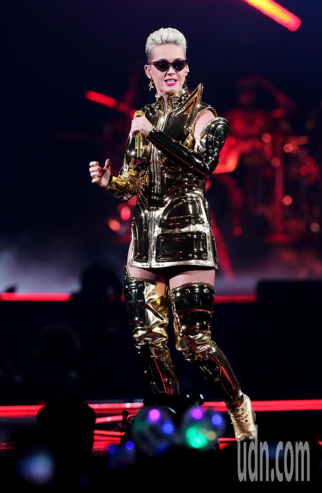 睽違三年凱蒂佩芮今晚再度登蛋開唱。記者徐兆玄/攝影