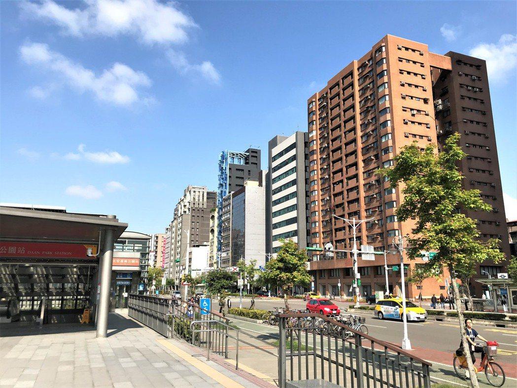 住展雜誌今(5)日公布最新市調,3月北台灣預售屋六大指標全部翻升,燈號轉為黃藍燈...