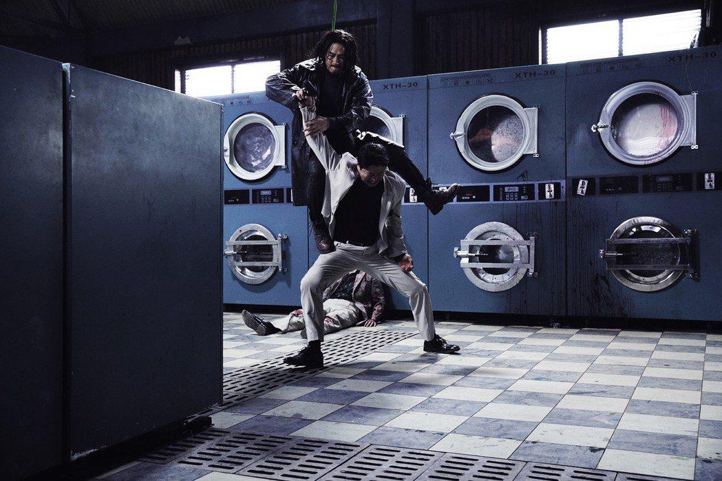 張家輝自導自演新片「低壓槽」。圖/華映提供