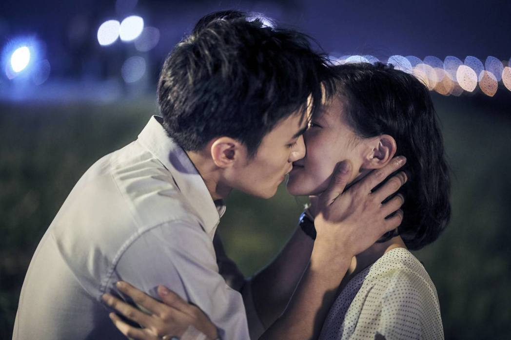 是元介(左)與鍾瑶在「天使薇薇」中的吻戲情感複雜。圖/緯來提供