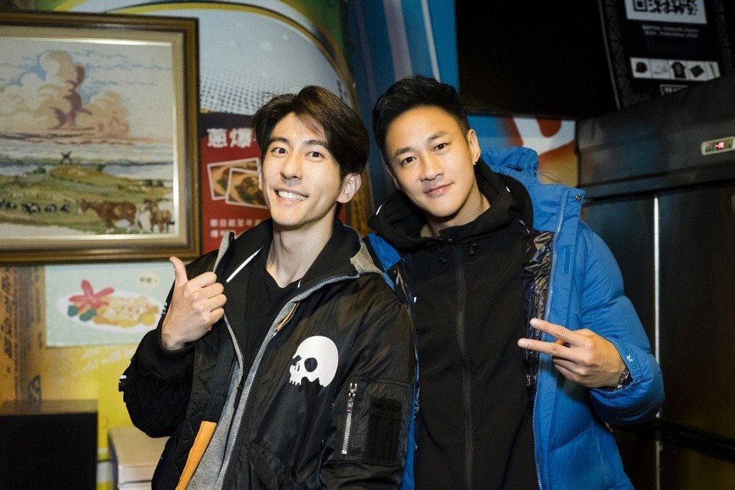 修杰楷(左)受何潤東之邀演出「翻牆的記憶」。圖/TVBS提供