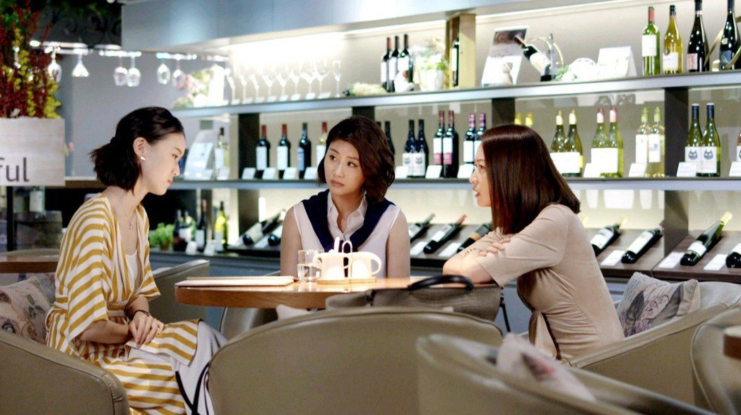 鍾瑶(左起)、朱芷瑩、潘慧如相約「姊的時代」殺青後常聚餐。圖/三立提供  ※...