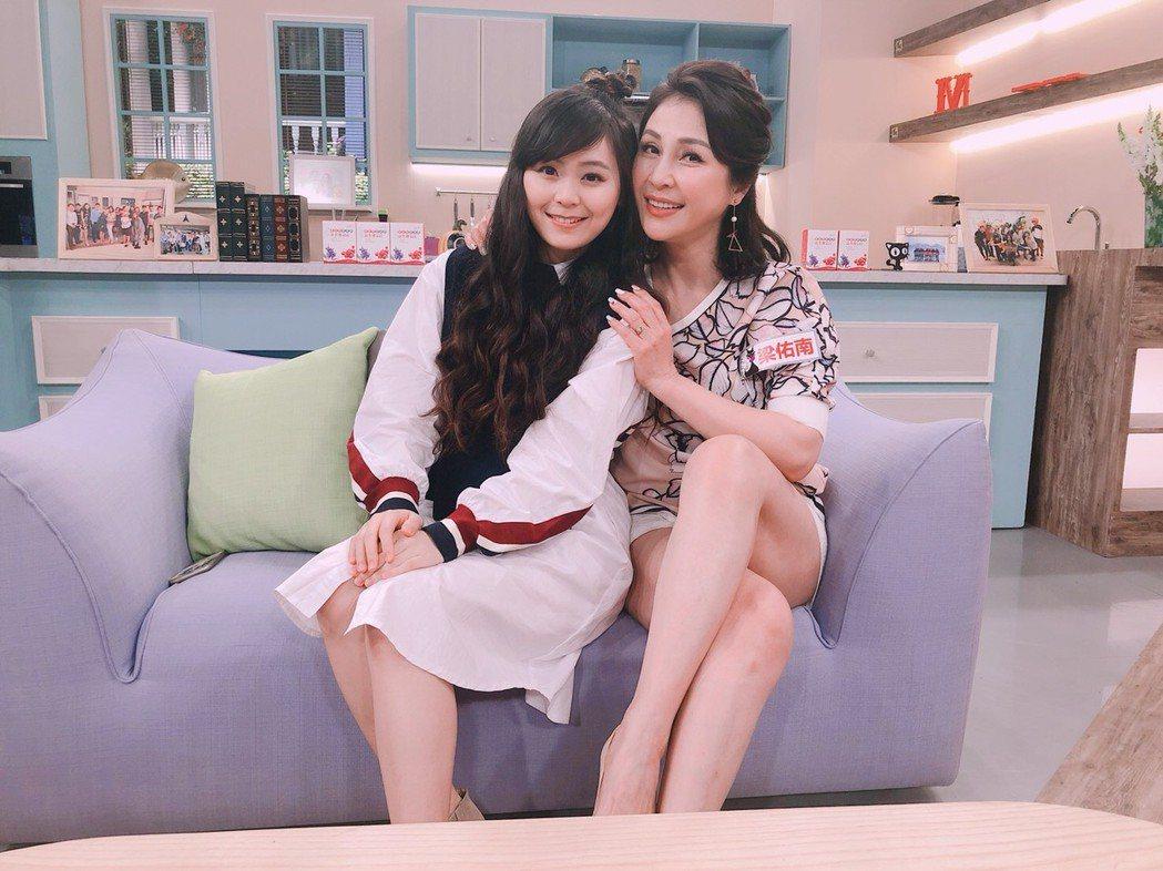 梁佑南(右)帶女兒方琦錄民視「美鳳有約」。圖/民視提供