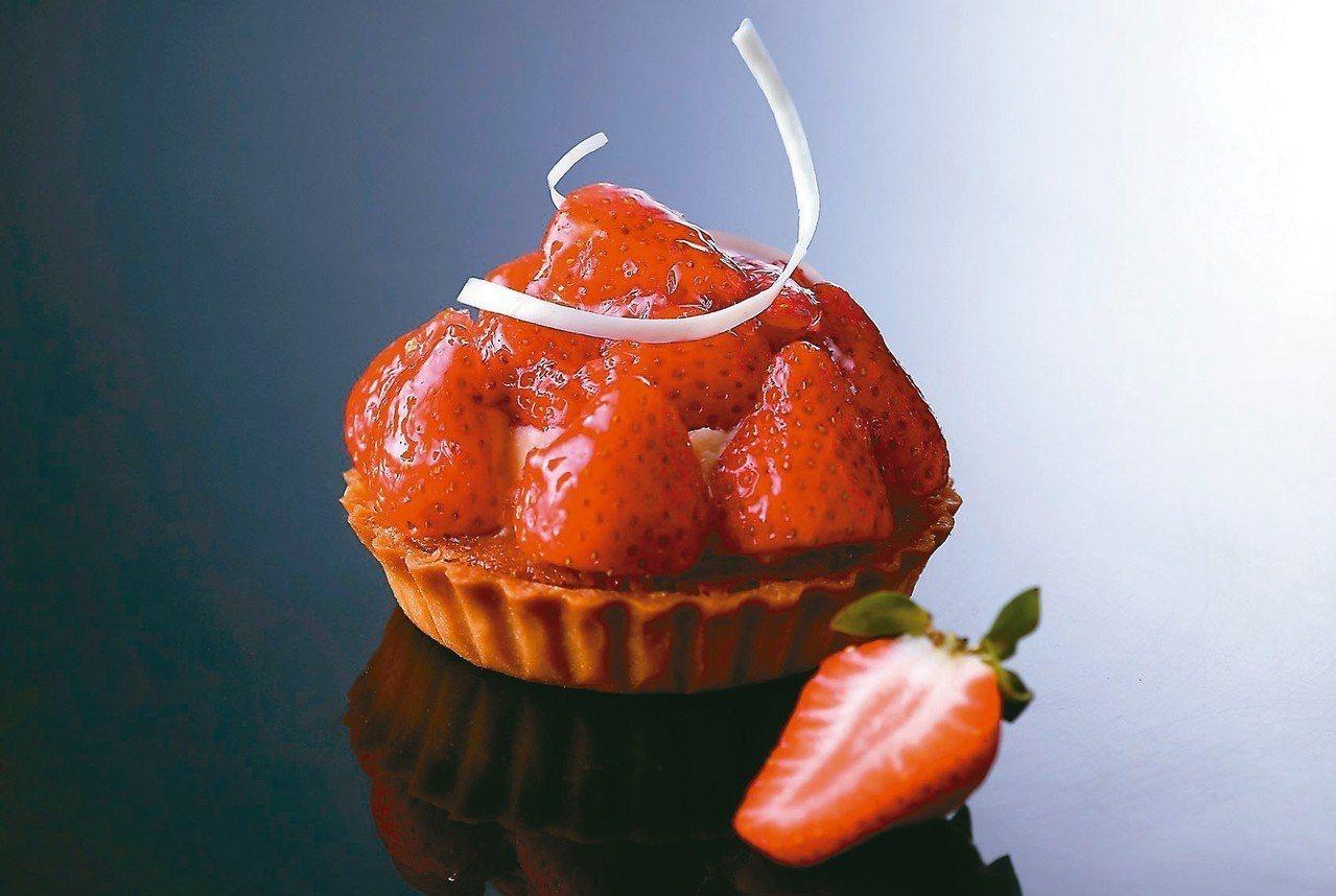 麗緻坊「回味經典限時復刻」主打新鮮草莓塔。 圖/亞緻餐飲提供