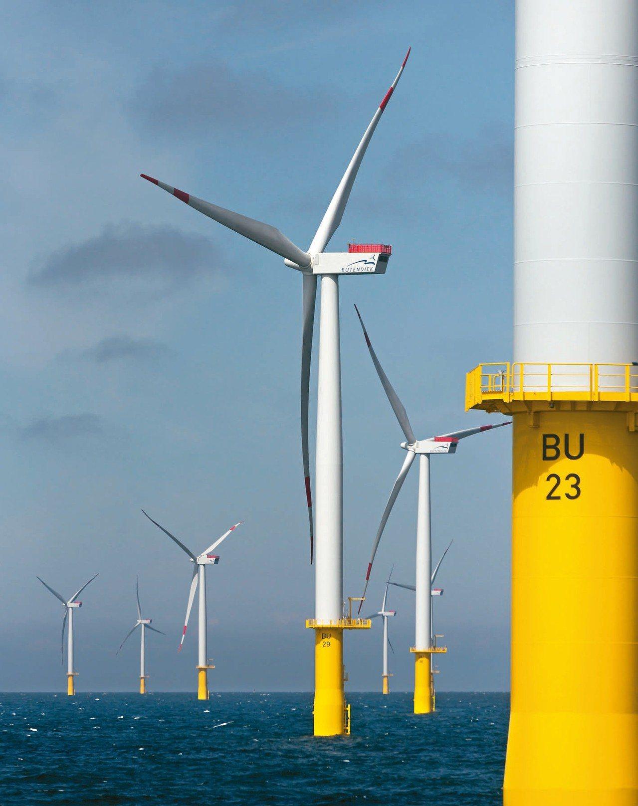 經濟部將於四月下旬公布離岸風電遴選結果,經濟部能源局設了三道防失敗機制,力爭在八...