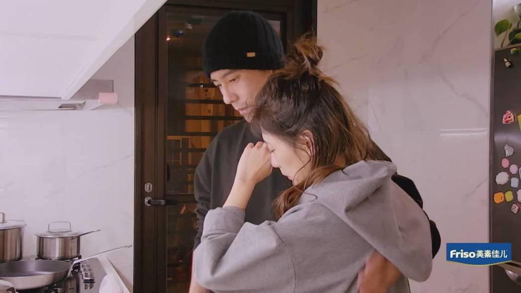 賈靜雯見到修杰楷回家忍不住落淚。圖/截圖自愛奇藝台灣站