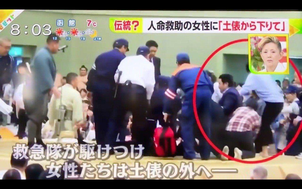 日本京都府舞鶴市市長多多見良三4日在相撲比賽致詞時突然昏倒,女護理人員立即衝上土...