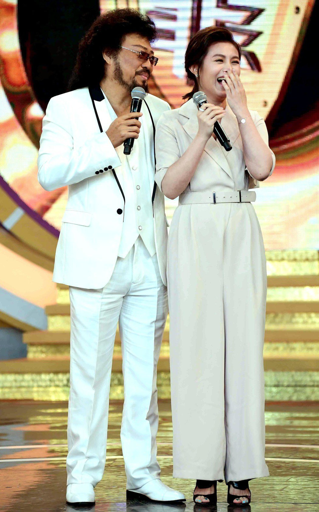 NONO老婆朱海君(右)說張菲是她原本最想嫁的人。圖/華視提供