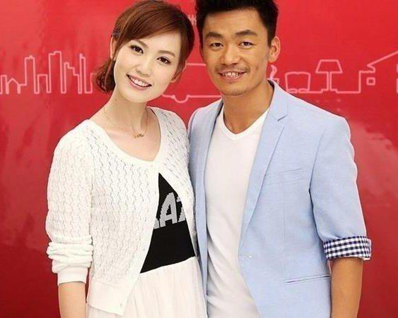 王寶強(右)與馬蓉(左)仍在進行離婚官司中。圖/摘自微博