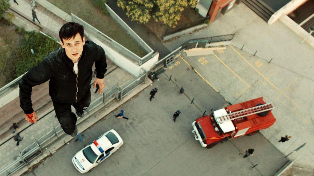 匈牙利男星松波雅格在「天使追殺令」中挑戰許多高難度動作戲。圖/海鵬提供