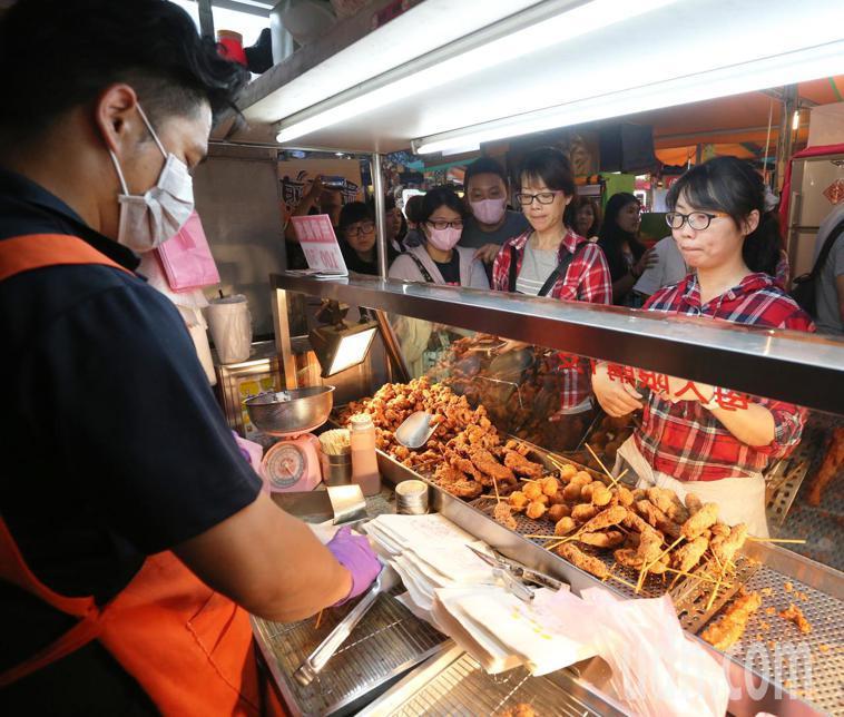 宵夜可以吃,但是需要有技巧。示意圖/聯合報系資料照 記者劉學聖攝影