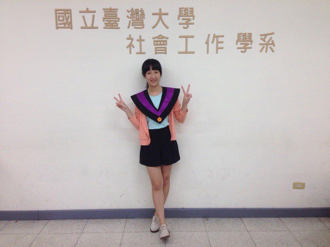 高逸欣去年參加高考公職社工師,希望能為社會服務。圖/高逸欣提供