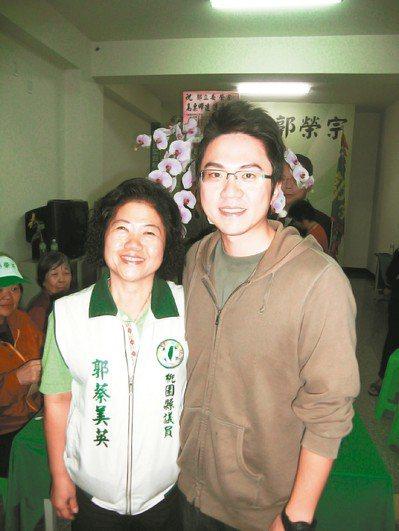 有意參選桃園市議員的郭蔡美英(左)說,她是傳統的「歐巴桑」,嫁給郭榮宗那天起就冠...