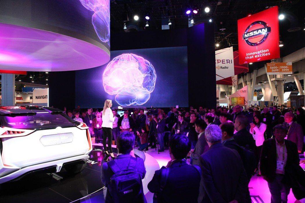 Nissan在今年的CES消費性電子展上,發表了腦波駕駛技術。 摘自Nissan