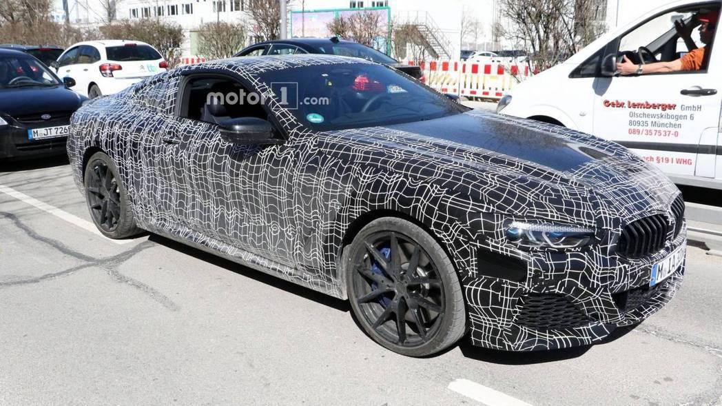 圖為BMW 8 Series間諜照。 摘自Motor 1