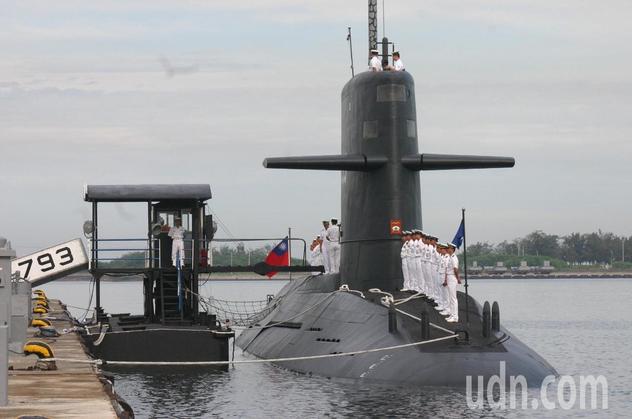 「聯合晚報」今天報導美方近日將以商售管道,輸出我國「潛艦國造」所需技術協助。國防...