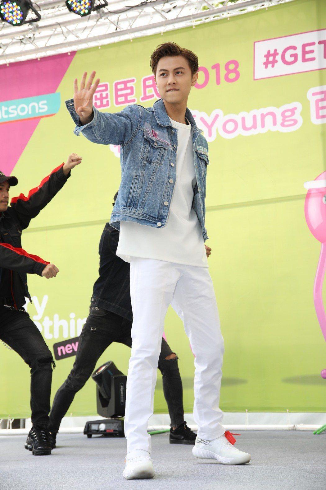 王子7日出席代言活動秀歌舞。記者梅衍儂/攝影