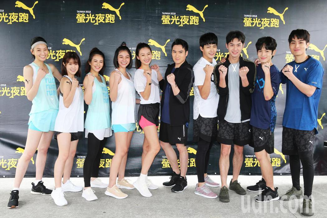 何潤東老婆林姵希Peggy(左五)率領「翻牆的記憶」演員群參加PUMA螢光夜跑。...